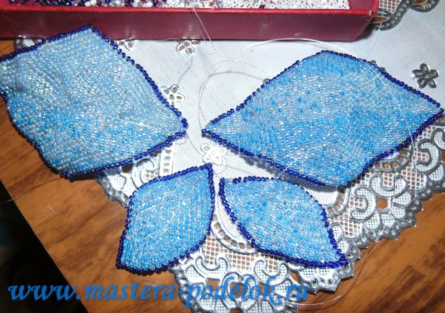 Плетение бантика из бисера
